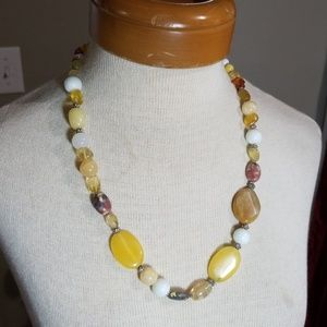 Jewelry - Lovely beaded necklace